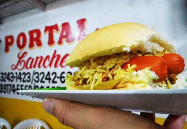 Hot Dog no pão de hambúrguer e duas salsichas (Crédito da foto: Leandro Seles/Mirassol Conectada)