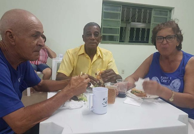 vila vicentina - moradores comendo 11