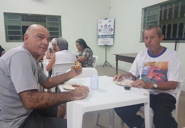 vila vicentina -moradores comendo 13