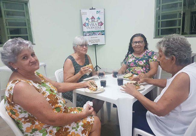vila vicentina - moradores comendo 13