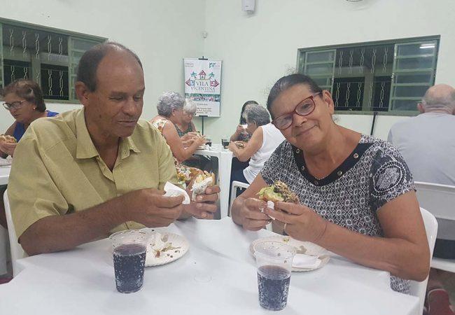 vila vicentina - moradores comendo 15