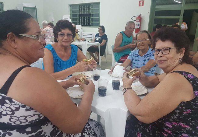 vila vicentina - moradores comendo 16