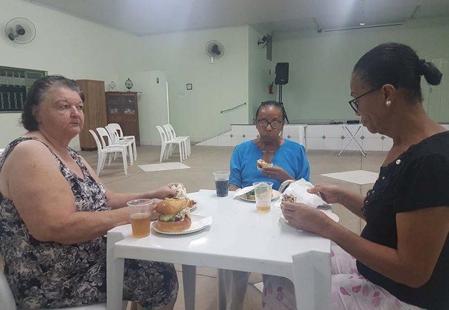 vila vicentina - moradores comendo 17