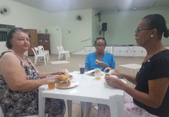 vila vicentina moradores comendo 2