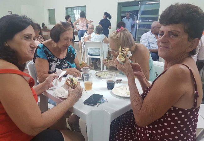 vila vicentina - moradores comendo 6