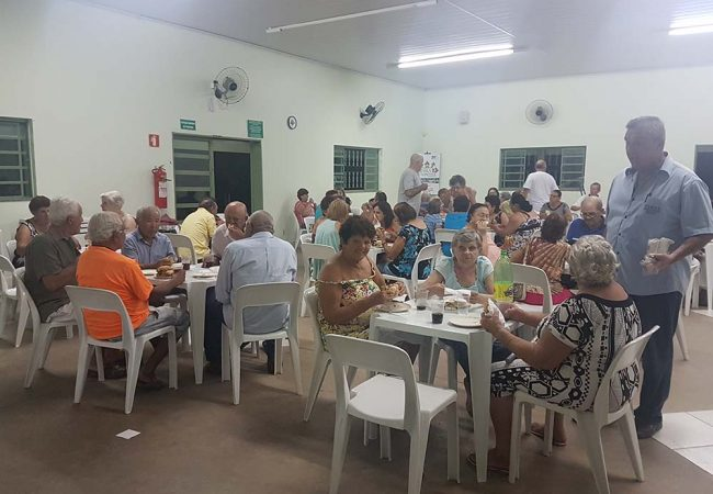 vila vicentina moradores comendo grupo